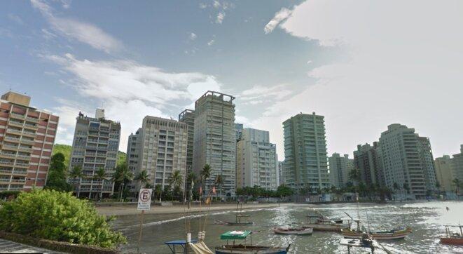 L'immeuble Solaris, à Guarujá (État de São Paulo), où se trouve le fameux triplex, est le cinquième en partant de la gauche. © DR
