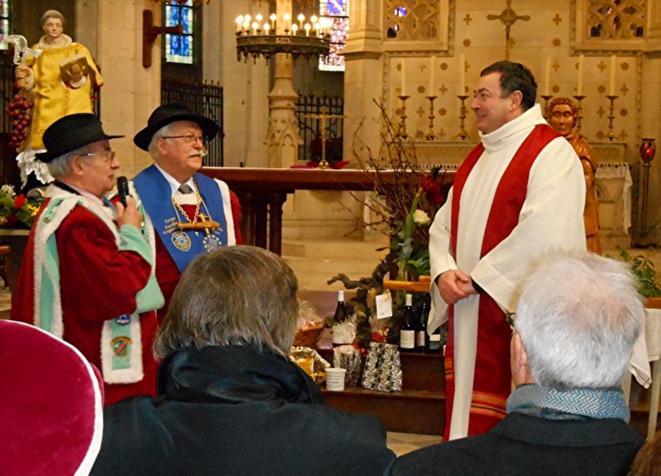 Le père Olivier de Scitivaux (à droite). © DR