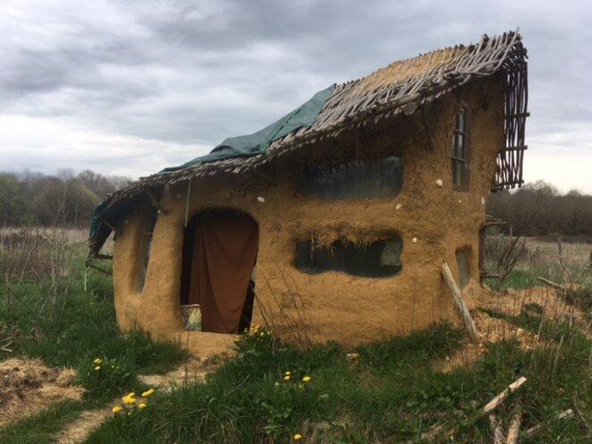 La cabane du Puits, à l'est de la ZAD, détruite par les gendarmes. (JL)