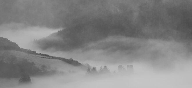 Hiver, brume, ruine © baLoz