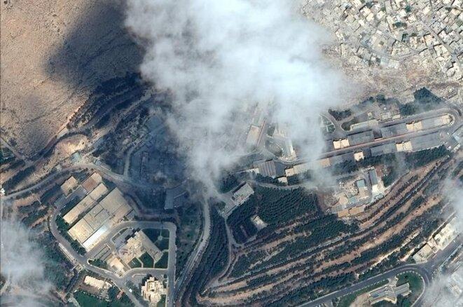 Une image satellite du Centre d'études et de recherches scientifiques de Barzeh, en Syrie, suite à son bombardement par la coalition. © DigitalGlobe/Handout