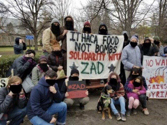 Soutiens à la ZAD depuis Ithaca, dans l'État de New York (ZAD – nadir).