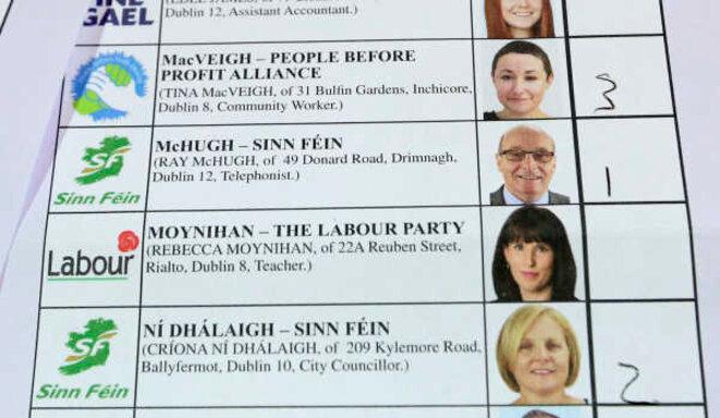 Un bulletin de vote pour l'élection législative irlandaise