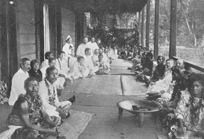 Aux Samoa, en 1896.