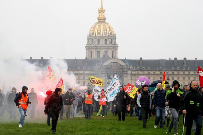 Une manifestation de cheminots le 9 avril, à Paris. © Reuters