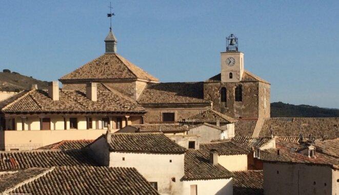 La collégiale de Pastrana, dans son écrin de toits © DR