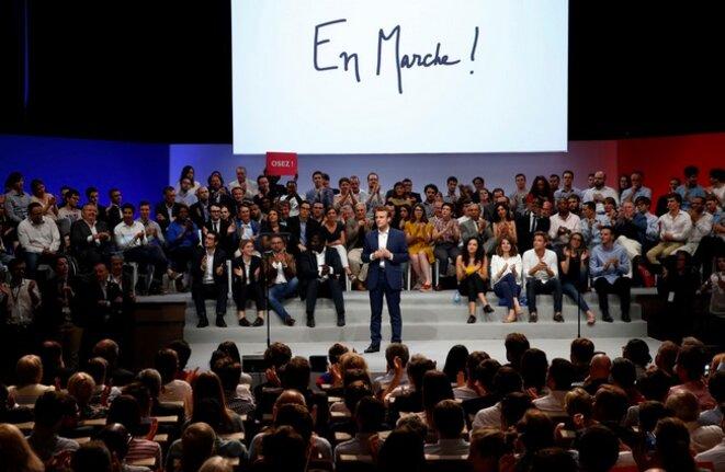 Emmanuel Macron le 12 juillet 2016, lors de son meeting à la Mutualité, pour lequel il a obtenu d'importantes remises de la part de GL Events. © Reuters