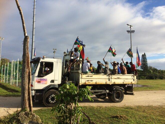 Militants de Iaai se rendant sur la tombe des 19 © S. Graff