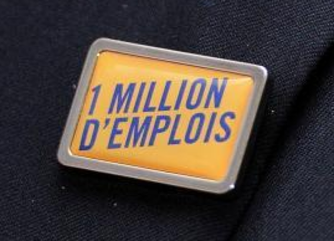 Pin's de Gattaz... et de Macron