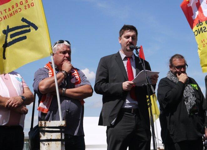 Didier Aubert (CFDT), Laurent Brun (CGT) et Bruno Poncet (Sud), à la manifestation de l'intersyndicale des cheminots, le 3 mai à Paris. © D.I.