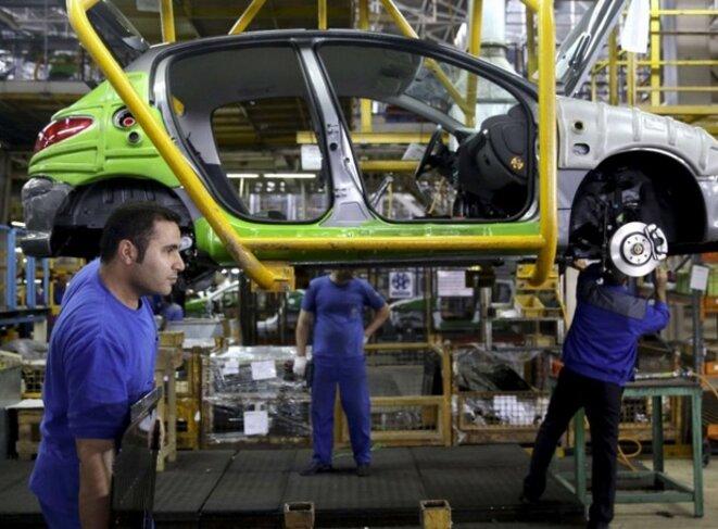 Ligne de production de 206 Peugeot en Iran. © DR