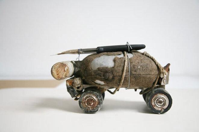 Fischli Weiss, objet issu de Der Lauf der Dinge (Le Cours des choses), 1979 © Fischli Weiss