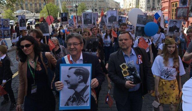 Jean-Luc Mélenchon à Moscou, lors de la marche des immortels. © @JLMelenchon