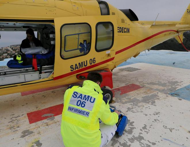 Hélicoptère et infirmier du SAMU 06