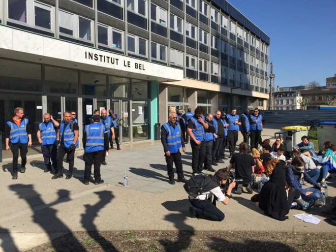 20 agents de sécurité pour une quinzaine d'étudiants-Université de Strasbourg © Pascal Maillard
