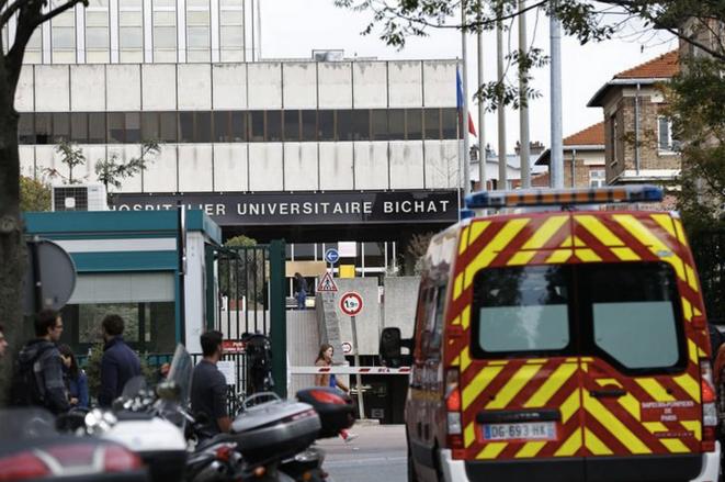 Devant l'hôpital Bichat, à Paris, le 10 octobre 2014. © Reuters