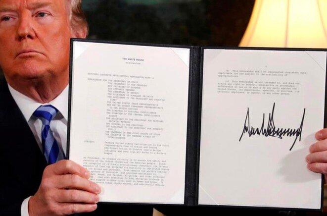El 8 de mayo de 2018. Trump firma en la Casa Blanca la retirada de Estados Unidos del acuerdo nuclear iraní. © Reuters