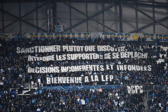 Dans les tribunes de Marseille, des banderoles en soutien des ultras bordelais, en février 2018. © dr