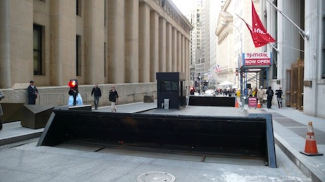 Barrages anti-intrusion protégeant le New York Stock Exchange, 2012. © J.-Ch. Gay.