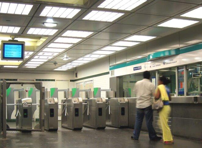 Station de métro Pont de Sèvres, 2006. Source: Wikimedia Commons.
