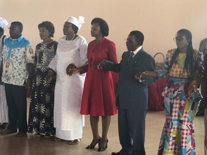 Mme Marie Madeleine Mborantsuo et les autres participantes à la journée de prière pour la paix