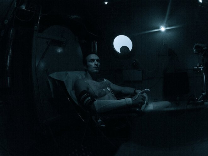 APOLLO XIII, le Retour de Morgan l'Astronautile. (Chambre hypobarique de décompression. 05.09.2014)