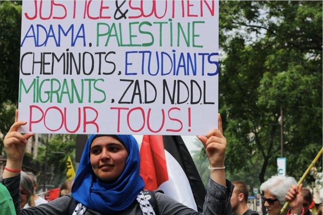 Une jeune militante de la cause palestinienne à Paris, le 26 mai. © MG