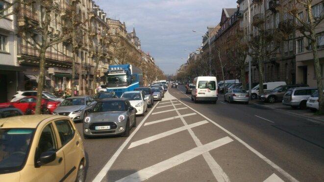L'Avenue des Vosges, le paradis...des voitures © vélorution strasbourg