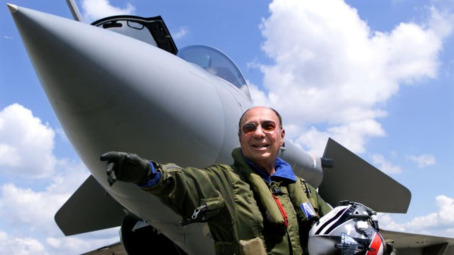 Serge Dassault in 1999 posing next to a Rafale jet at the Le Bourget air show north of Paris. © Reuters