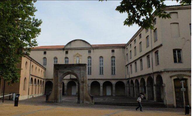 Hôtel-Dieu de saint-Chamond, hospice où s'entassaient, en 1968, 20 à 25 vieillards malades dans une seule salle [Ph. YF]