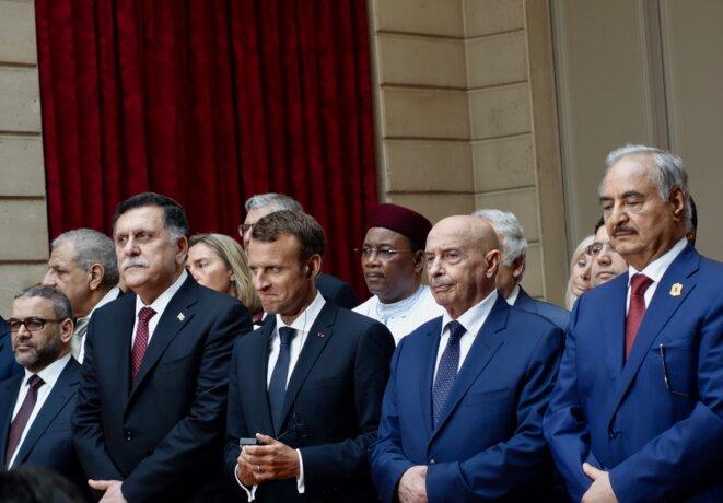 Emmanuel Macron entouré par les dirigeants libyens à Paris le 29 mai 2018. © Rachida El Azzouzi