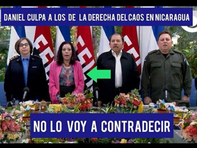 Daniel (Ortega) accuse la droite de semer le chaos... je ne vais pas le contredire. (La flèche montre sa vice-présidente et épouse, Rosario Murillo).