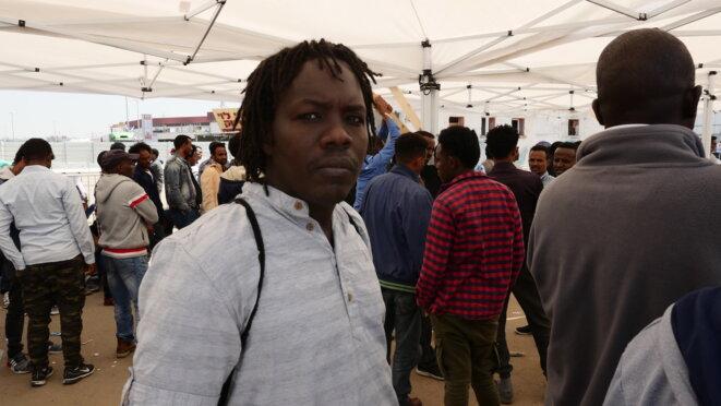 Anwar Suliman dans la file d'attente des services de l'immigration israélienne, à Bnei Brak, le 24 avril 2018. © C. D.