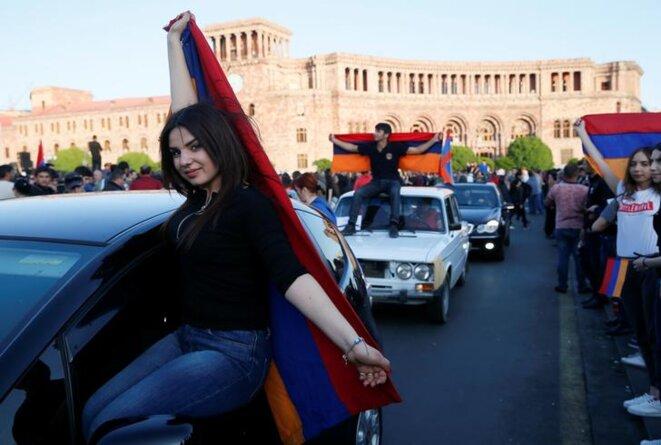 Des partisans de Nikol Pashinyan manifestent à Erevan, le 25 avril 2018. © Reuters