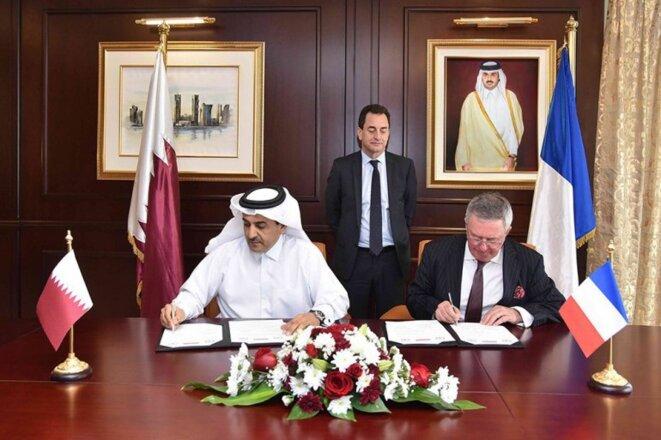 Ali bin Fetais al-Marri et Jean-François Daguzan à Doha, le 28 mai dernier lors de la signature de l'accord