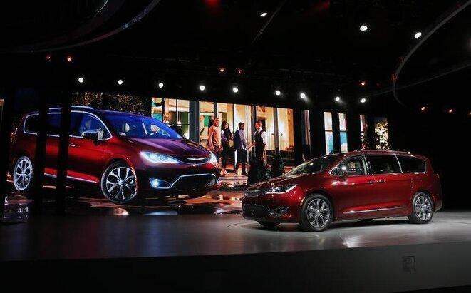Vehículos de Chrysler en el salón del automóvil de Detroit en enero de 2016. © Reuters