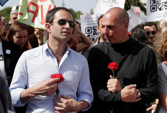 Benoît Hamon et Yanis Varoufakis, à Lisbonne, le 25 avril 2018. © Reuters