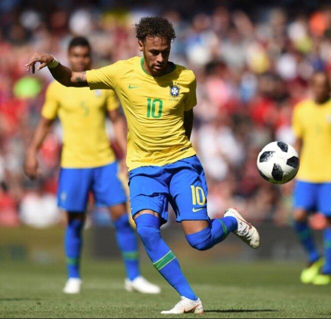 Neymar Junior, joueur du PSG et ancien de Barcelone, un des très probables futurs ballons d'or, tentera de ramener la Coupe du Monde au Brésil.