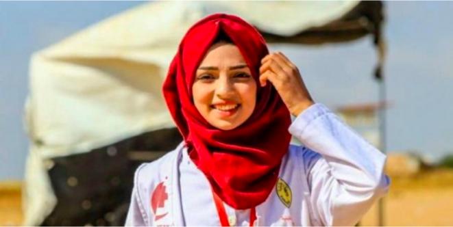 Razan Al Najjar, jeune infirmière palestinienne de 21 ans, abattue d'une balle dans le dos par un sniper israélien