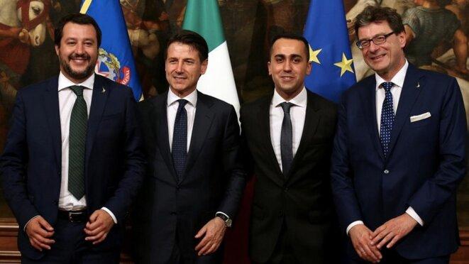 Matteo Salvini (premier à gauche) est l'homme fort du gouvernement italien piloté par Giuseppe Conte (deuxième à gauche). © Reuters