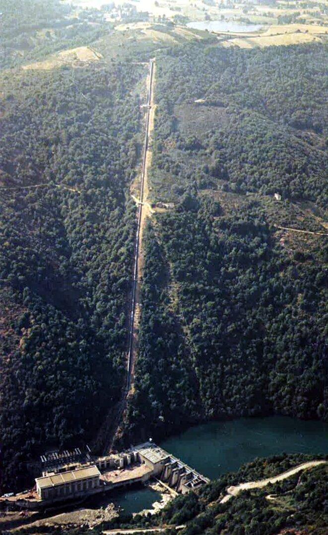 Conduite forcée du barrage du Pouget (Aveyron, vallée du Tarn). © EDF