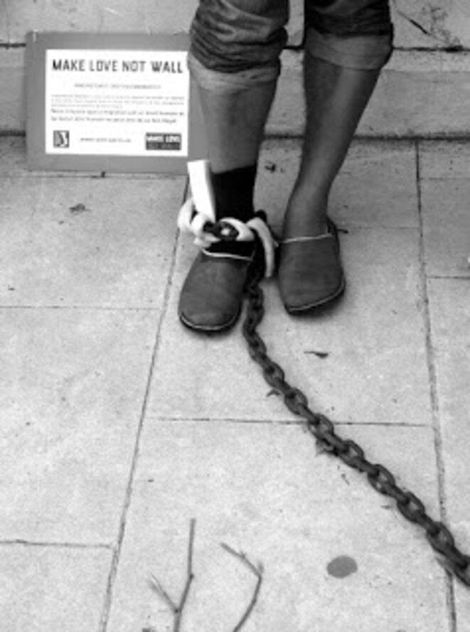 Tieri Briet enchaîné au CRA de Sète © E. Puerta