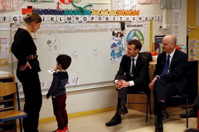 Emmanuel Macron et Jean-Michel Blanquer dans une école parisienne, en mars 2018. © Reuters