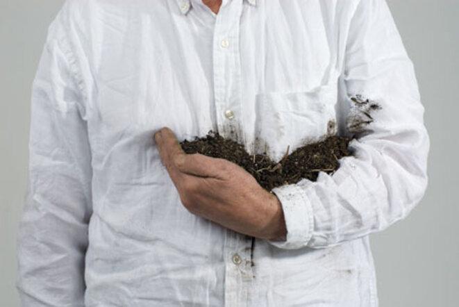 """Lois Weinberger, """"Erde halten"""", (Eteindre la terre), Série """"Debris field"""" Impression pigmentaire sur papier, 2010 © Lois Weinberger, Salle principale, Paris"""