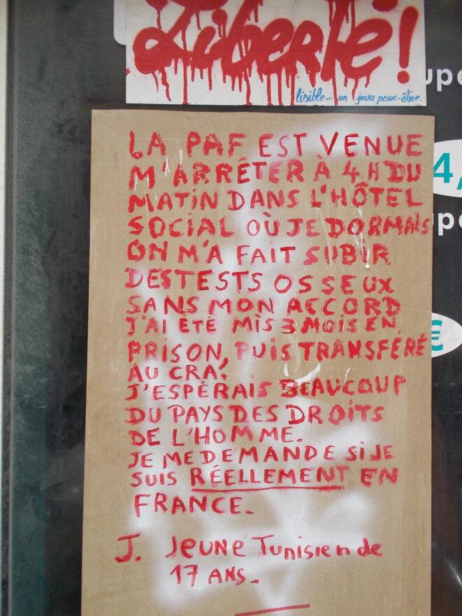 Ce témoignage a été affiché à l'occasion de la « Marche des états généraux de l'immigration », qui s'est tenue le 3 juin à Sète et s'est terminée devant le centre de rétention administrative. © CC