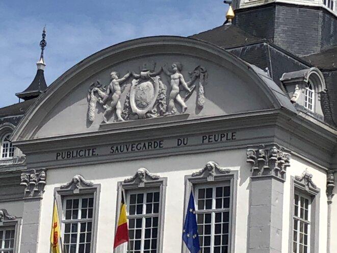 Au fronton de l'Hôtel de Ville de Verviers