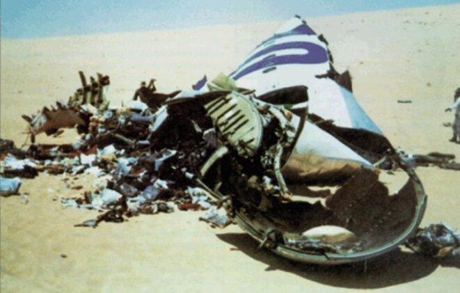 Débris de l'avion DC-10 d'UTA dans le désert du Ténéré. © DR