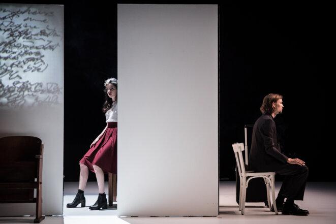 """Scène du spectacle """"Le pays lointain (un arrangement)"""" © Simon Gosselin"""