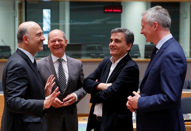 Pierre Moscovici, comisario europeo de Presupuesto, Olaf Scholz, ministro de Finanzas alemán, Euclid Tsakalotos, ministro de Finanzas griego, Bruno Le Maire, ministro de Finanzas francés, en una reunión del Eurogrupo a finales de mayo de 2018. © Reuters
