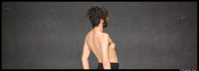 Au Festival Montpellier Danse, Sorour Darabi initie le public au rite funéraire chiite et invite à un voyage introspectif douloureux et salvateur © Montpellier Danse